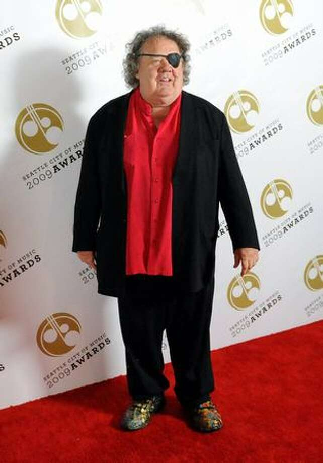 Glass artist Dale Chihuly arrives at the 2009 Seattle City of Music Awards on Wednesday. Chihuly created and designed the awards presented to the winners. Photo: Thom Weinstein, Seattlepi.com