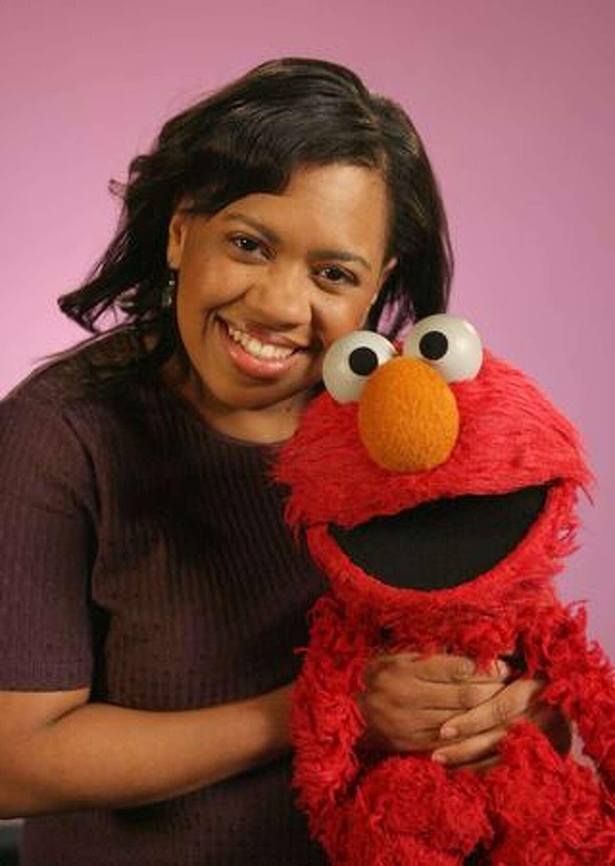 """Grey's Anatomy's"" Chandra Wilson poses with Elmo."