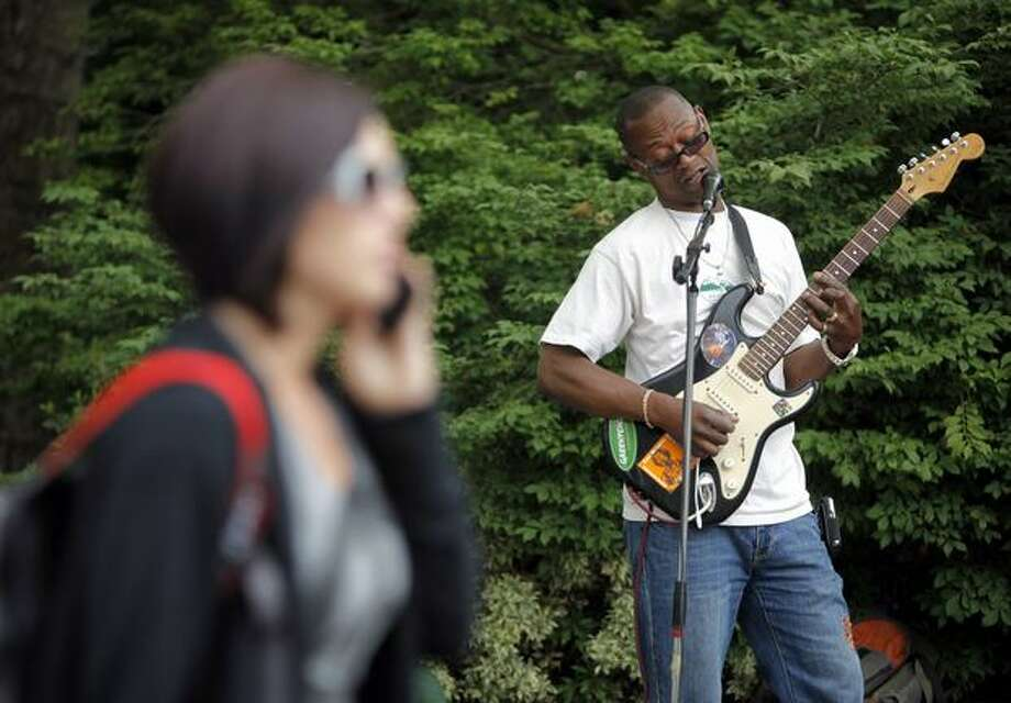 Ron Fulton performs near the Space Needle Wednesday afternoon. Photo: Clifford DesPeaux/seattlepi.com