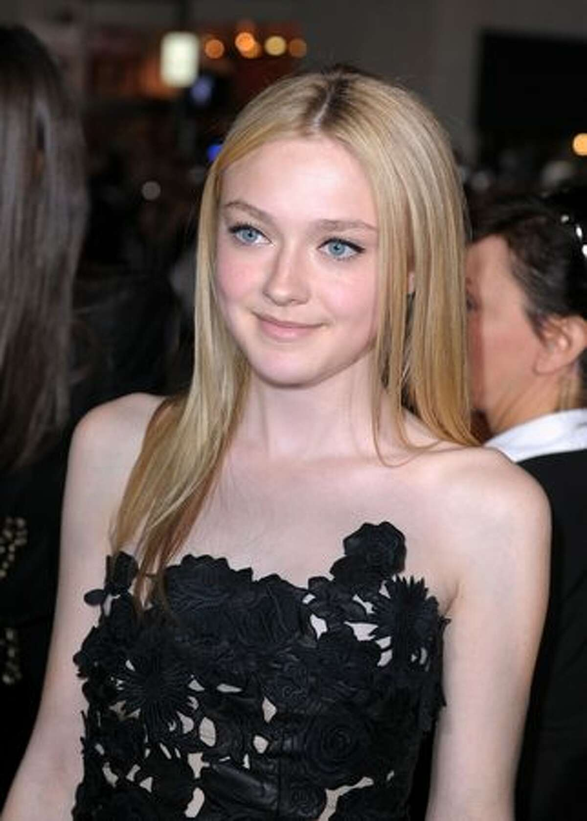 Actress Dakota Fanning arrives to the premiere of Summit Entertainment's