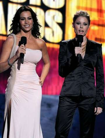Model Sofia Vergara (left) and actress Julie Bowen onstage. Photo: Getty Images