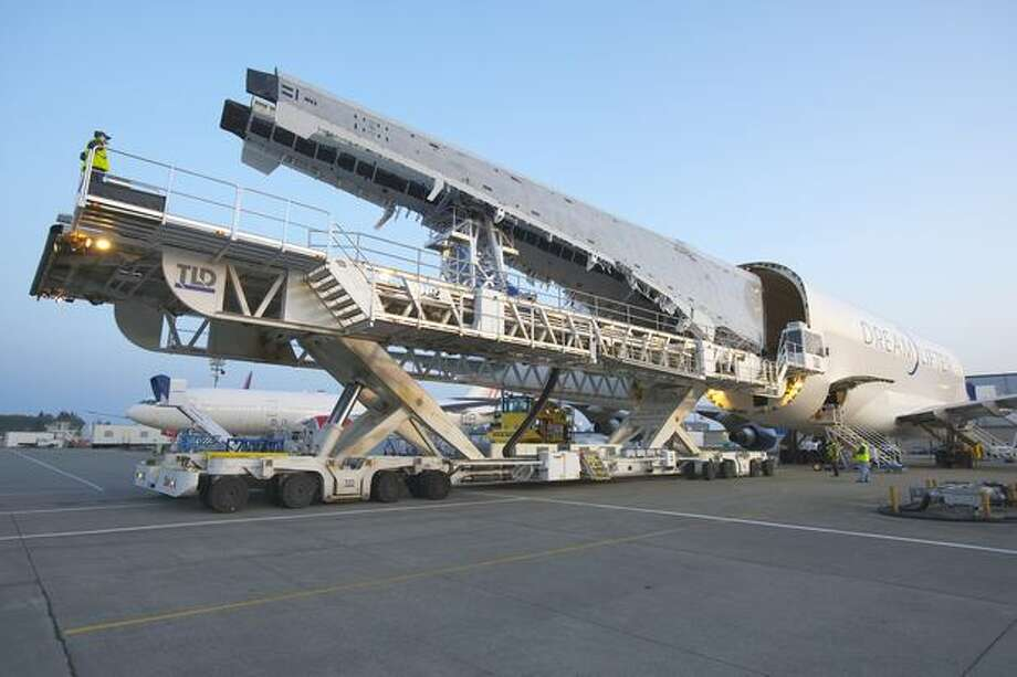 Composite 787 wings arrive in Everett on May 15, 2007. (Boeing photo)