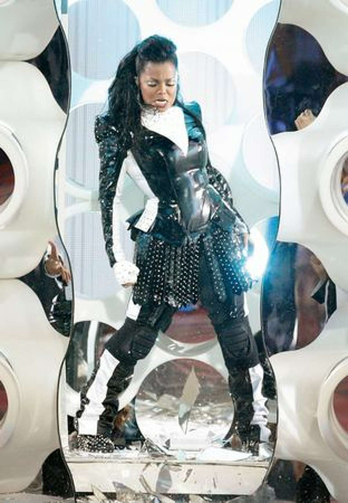 Singer Janet Jackson performs during the 2009 MTV Video Music Awards at Radio City Music Hall in New York on Sunday.