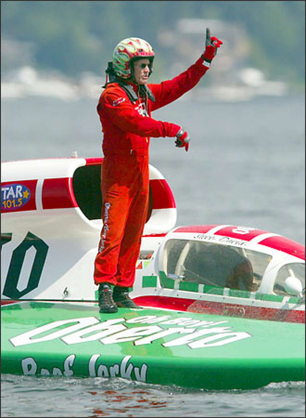 Oh Boy! Oberto driver Steve David signals to his crew after taking first place in unlimited Heat 2B. Oberto won Heat 3B before finishing third in the final heat.