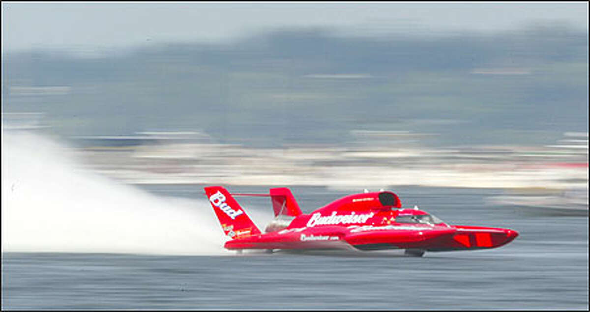 Dave Villwock piloted the Miss Budweiser to his seventh victory on Lake Washington, averaging 139.323 mph on the final heat of a controversy-filled day or racing yesterday.