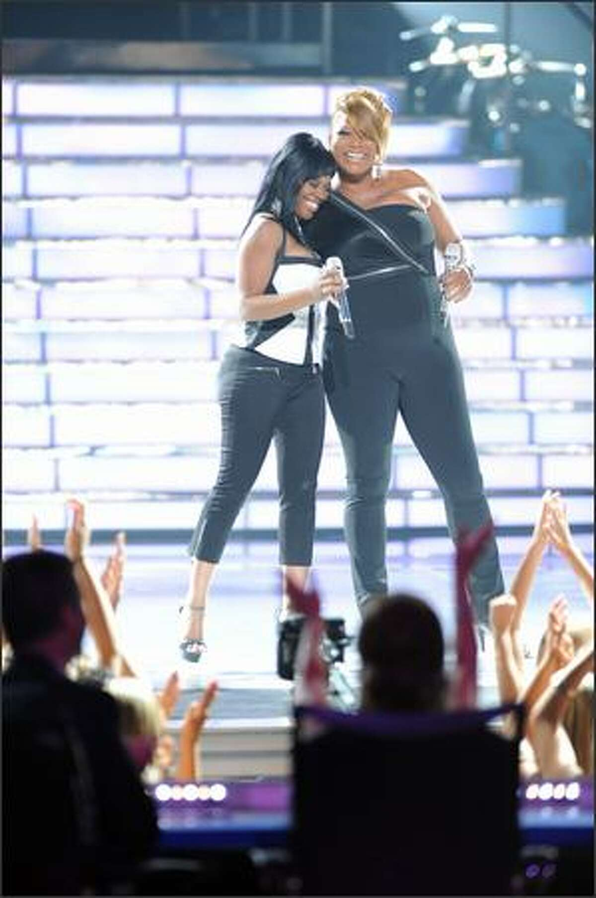 Idol finalist Lil Rounds and Queen Latifah performs