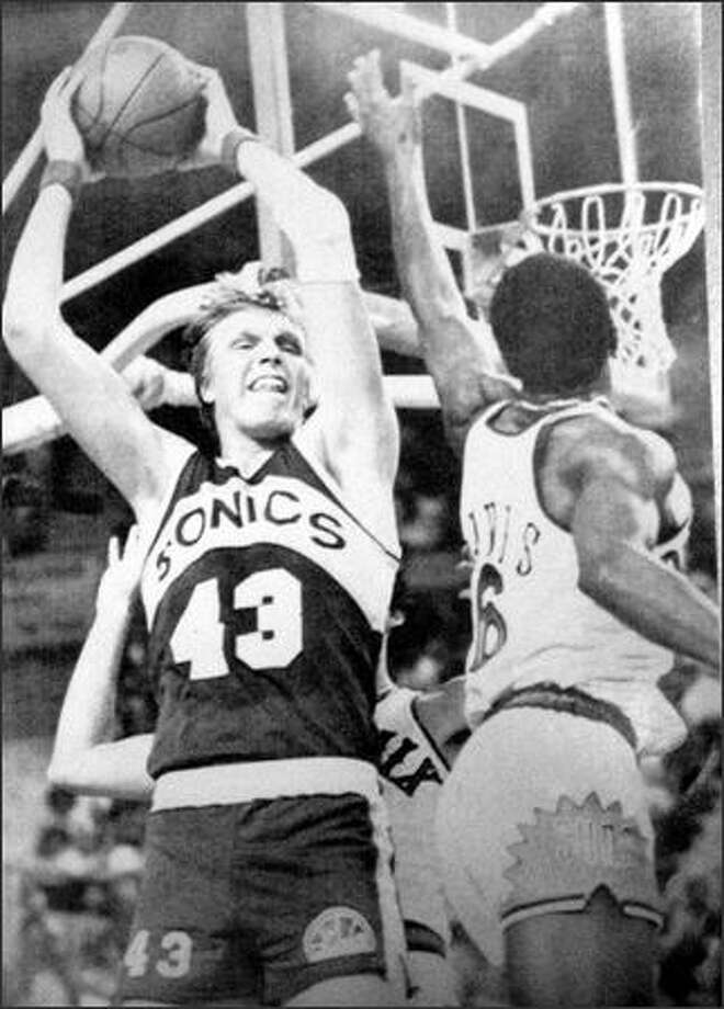Seattle Super Sonics Jack Sikma (43) is closely guarded by Phoenix Suns Walt Davis in May of 1979 during the NBA western conference playoff game. Phoenix won 113-103, but trailed Seattle 2-1 in the best of seven series. (seattlepi.com file)