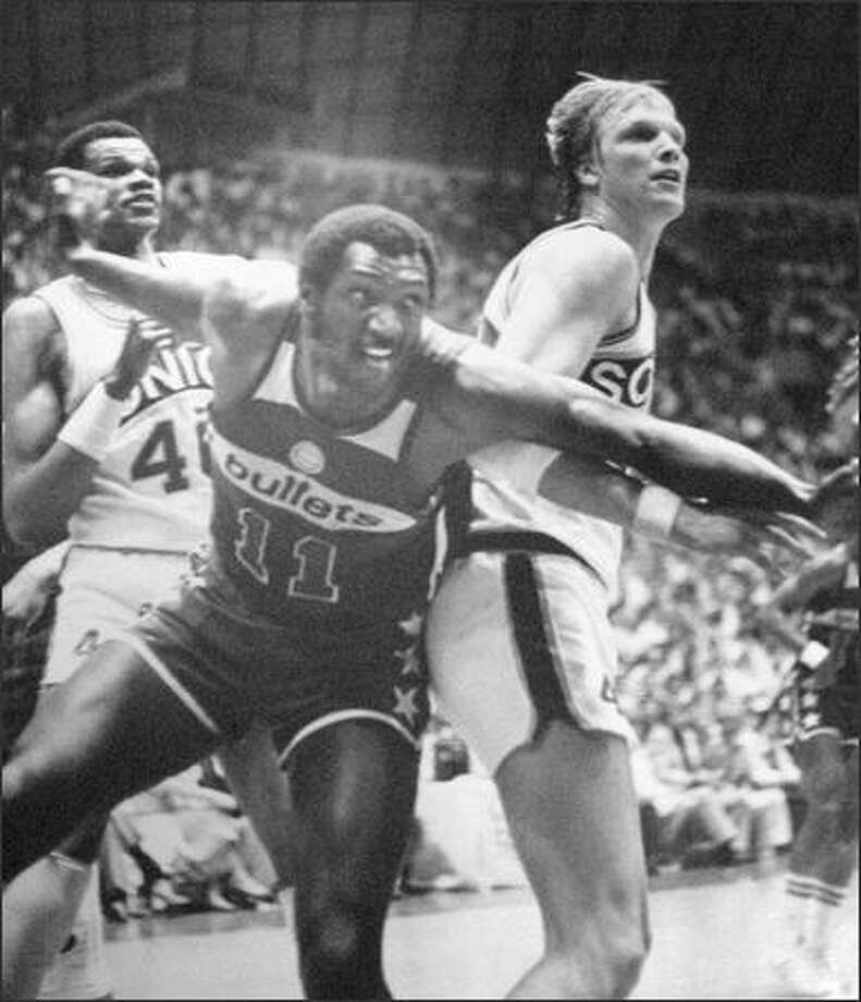 Elvin Hayes (11) and Jack Sikma proved that one good shove deserves a push back as they battled for rebounds in the championship finale June of 1978. Sikma scored 21 for the Sonics and had 11 boards, while Hayes fouled out early in the fourth period with 12 points, 8 boards. (seattlepi.com file)