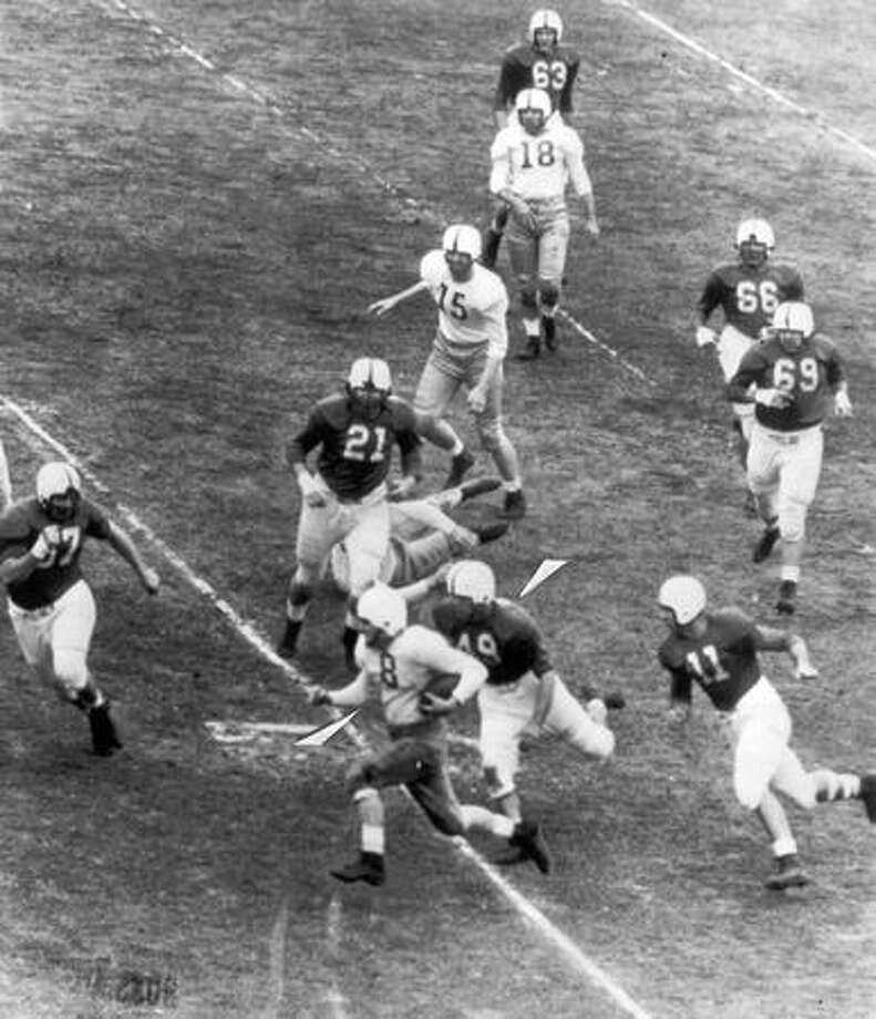 UW Halfback Brooks Biddle in a Nov. 1947 game. Photo: P-I File
