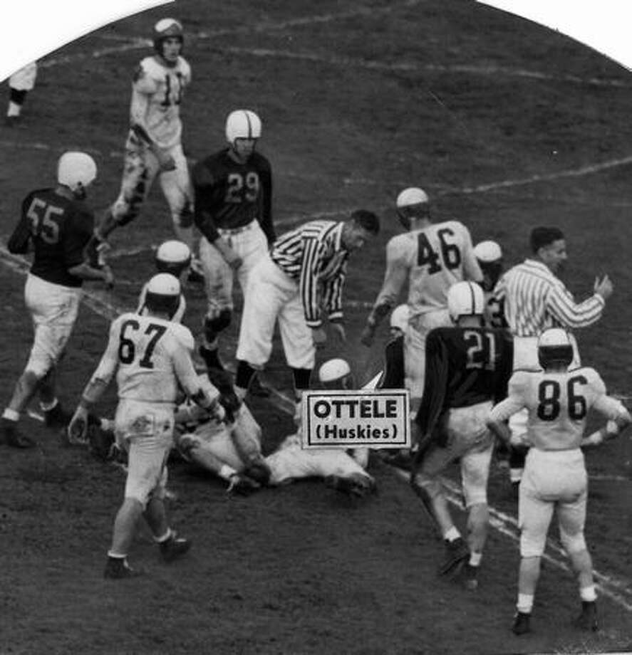 A 1947 UW game scene. Photo: P-I File