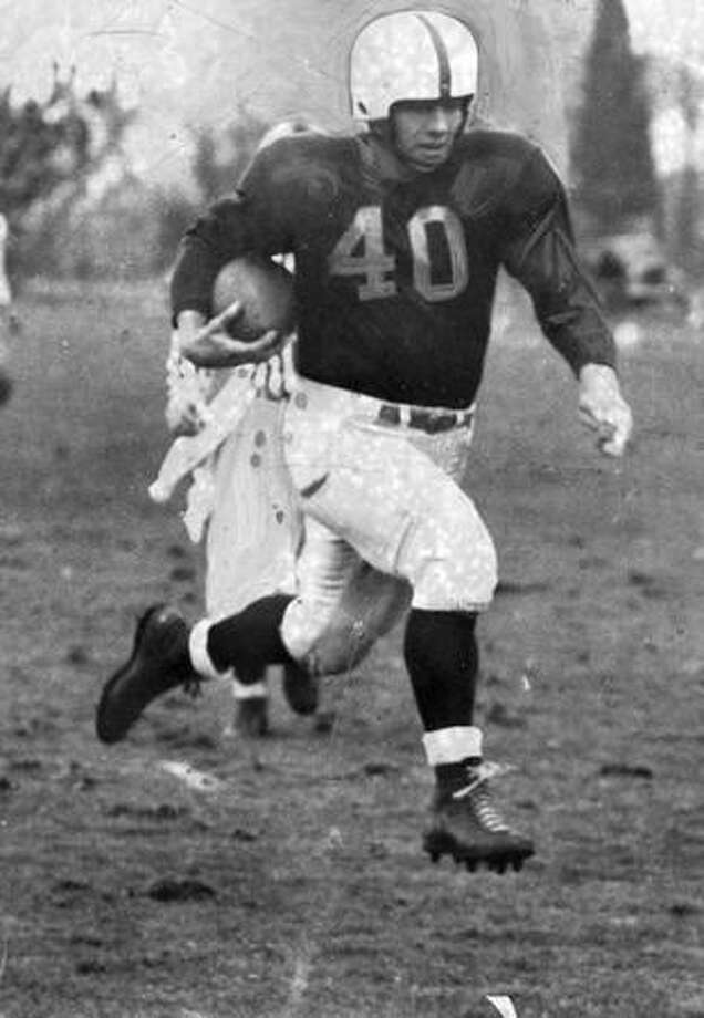 Marshall Dallas, Washington halfback, scores on a pass from Whitey King, Nov. 1948. Photo: P-I File