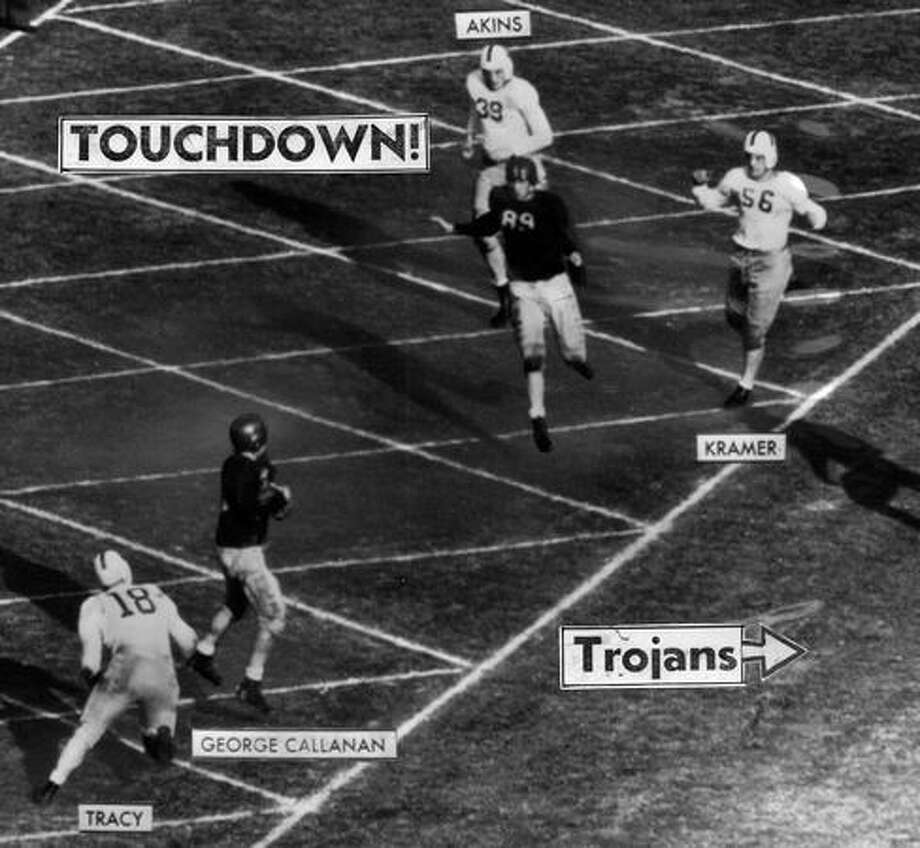 The second touchdown in the 1944 Rose Bowl game. It shows a 21-yard pass from USC's Jim Hardy to George Callahan. The Huskies lost 29-0. Photo: P-I File