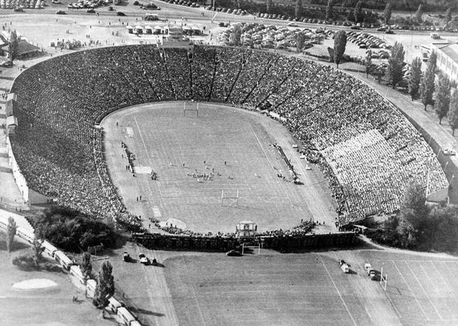 Husky stadium for a game against Minnesota, Dec. 1944. Photo: P-I File