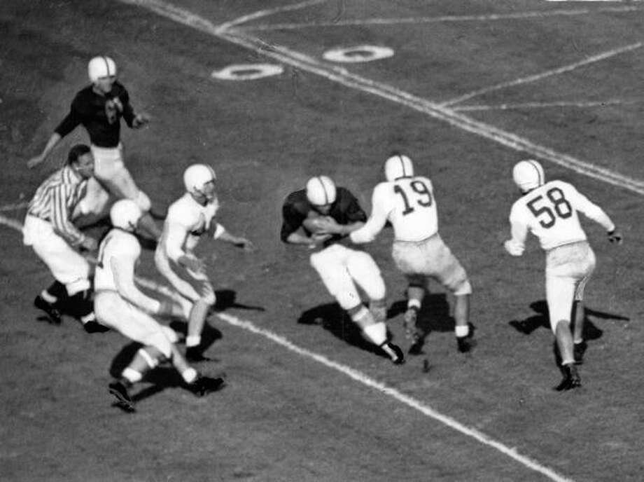 A 1946 UW game scene against California. Photo: P-I File