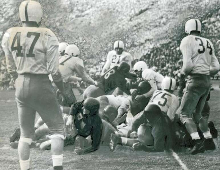The first USC touchdown in their 1946 win against Washington, 28-0. Husky players include Larry Hatc