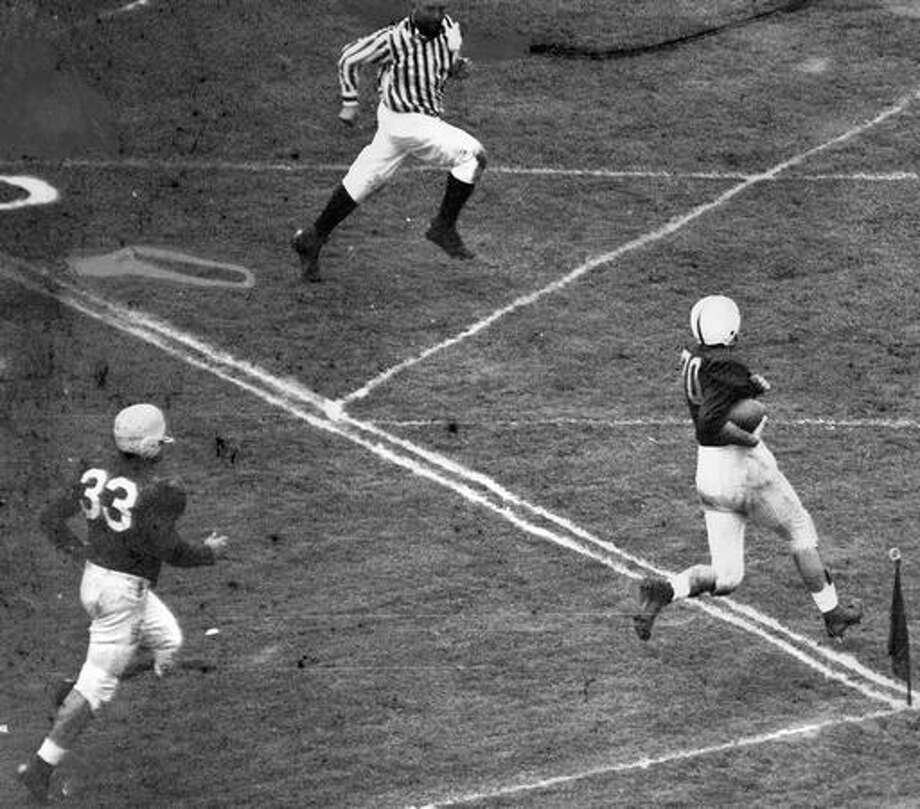 A Washington player scored on an intercepted pass, Oct. 1947. Photo: P-I File