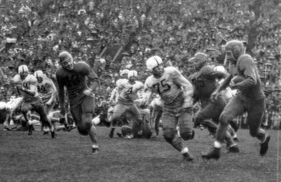 A Nov. 1947 game scene. Photo: P-I File