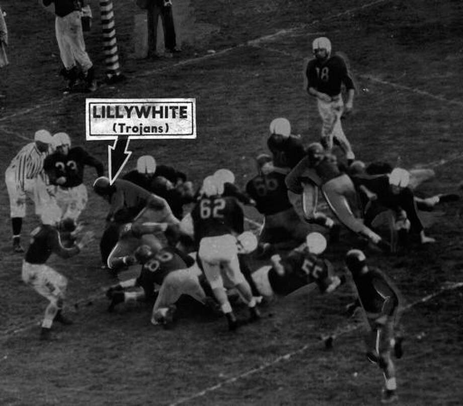 USC's Verl Lillywhite scores in the fourth quarter of a 1947 game against Washington. Photo: P-I File