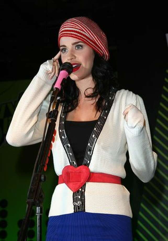 Katy Perry performs at Zavvi in London on Nov. 12, 2008. Photo: Getty Images