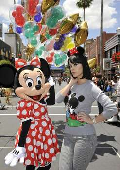 Katy Perry poses with Minnie Mouse on April 25, 2009 in Orlando, Fla. Photo: Getty Images