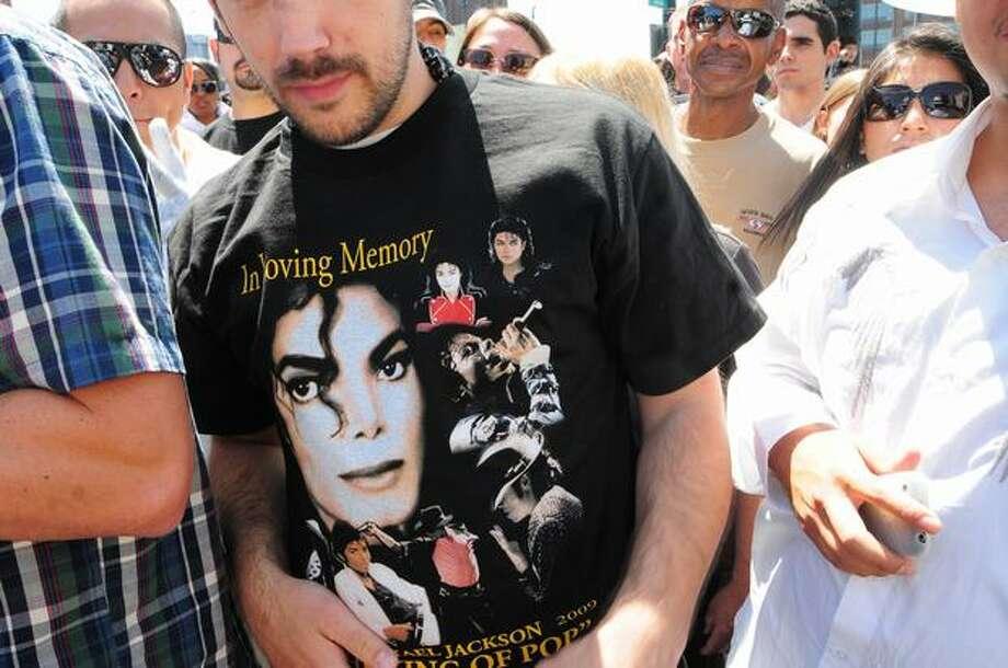 Hundreds gathered outside of Union Station to do the Michael Jackson moonwalk. Photo: Daniel Berman, Seattlepi.com