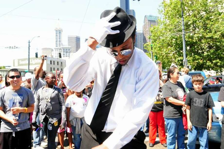 DWayne Andrews Jr. dances to a Michael Jackson song as a crowd watches. Photo: Daniel Berman, Seattlepi.com
