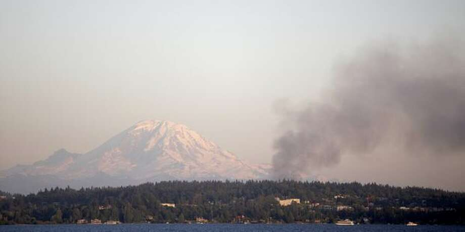 Smoke rises in front of Mount Rainier during a four-alarm fire at a Renton Highlands apartment complex Tuesday evening. Photo: Clifford DesPeaux, Seattlepi.com