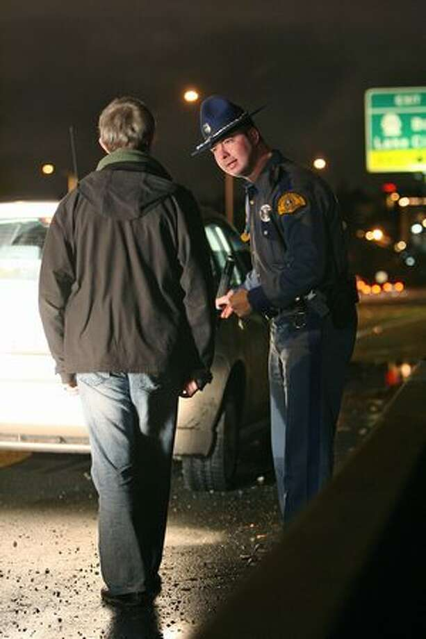 Washington State Patrol Trooper Joe Gannon administers a field sobriety test to a suspected drunken driver he pulled over on Interstate 5 in Dec., 2007. Photo: Mike Urban, Seattle Post-Intelligencer
