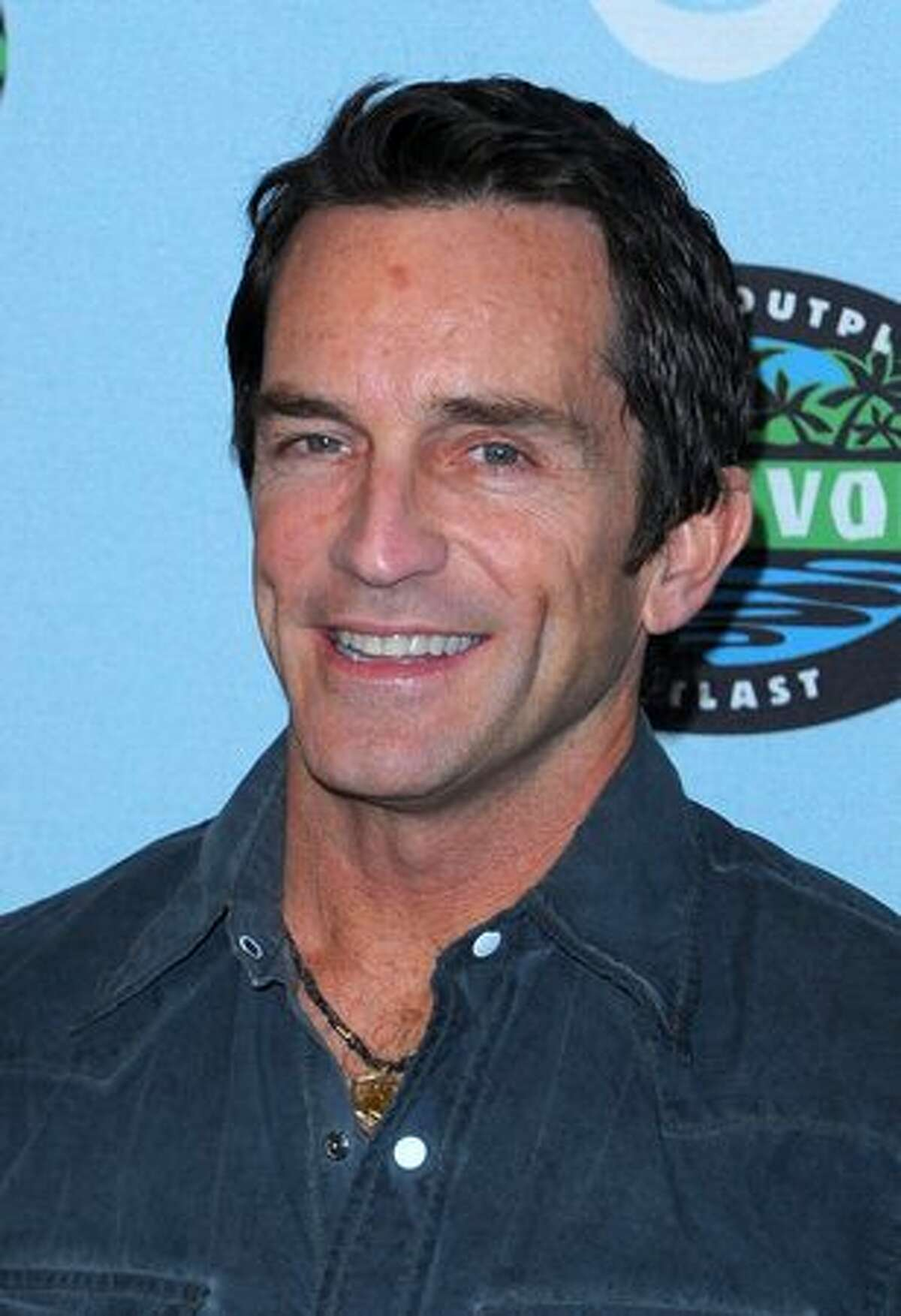 Jeff Probst arrives.