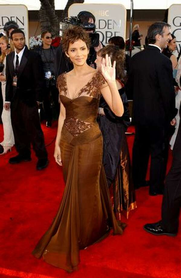 2002: Halle Berry in Valentino. Photo: Getty Images