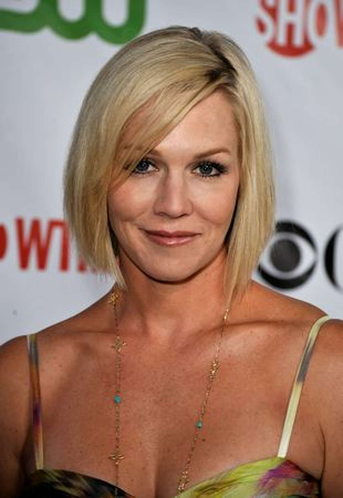 Actress Jennie Garth arrives at the CBS, CW, CBS Television Studios & Showtime TCA party held at the Huntington Library in Pasadena, California.