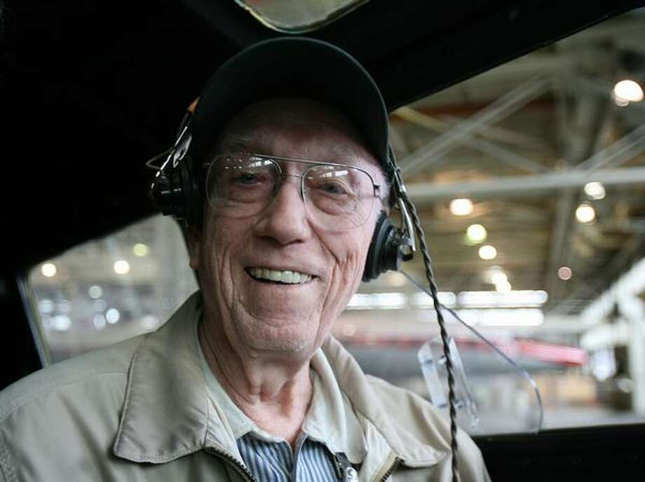 Retired U.S. Army Air Forces pilot Hank Hendrickson sits in the familiar flight deck of a Boeing B-17 Flying Fortress bomber before talking via radio with retired pilot Walter Sherrell, who was in a Boeing B-29 Superfortress. Photo: Aubrey Cohen, Seattlepi.com
