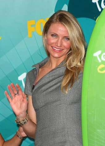 "Actress Cameron Diaz poses with Choice Summer Movie award for ""My Sister's Keeper"" in press room during the 2009 Teen Choice Awards held at Gibson Amphitheatre on Sunday in Universal City, California. Photo: Getty Images"
