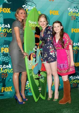 "Actress Cameron Diaz, Sofia Vassilieva and Abigail Breslin pose with Choice Summer Movie award for ""My Sister's Keeper"" in press room during the 2009 Teen Choice Awards held at Gibson Amphitheatre on Sunday in Universal City, California. Photo: Getty Images"
