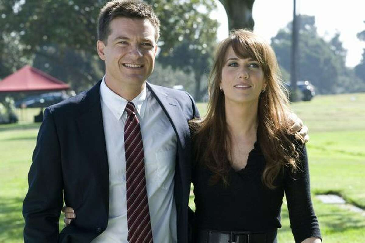 Jason Bateman as Joel and Kristen Wiig as Suzie.