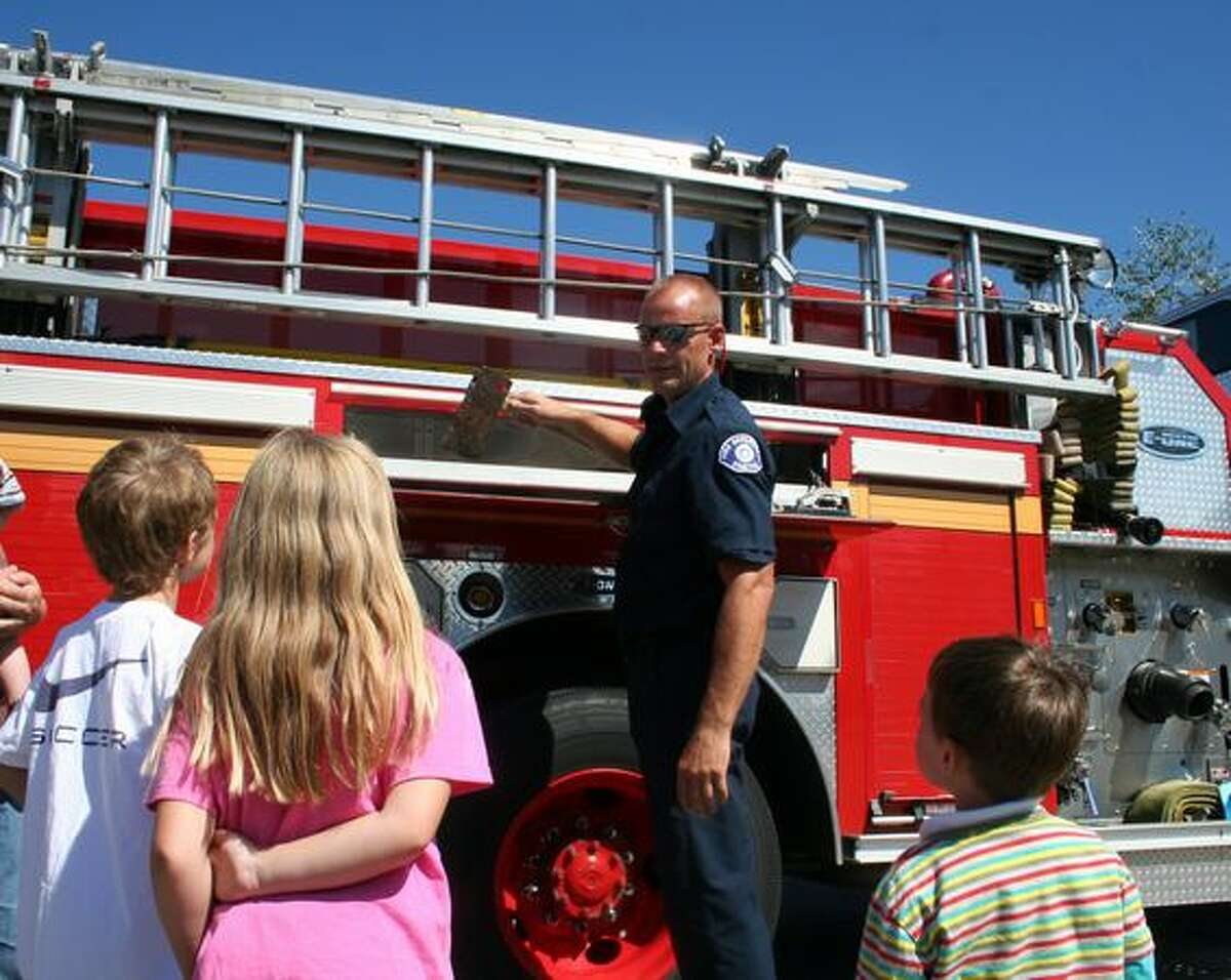 Firefighter Bill Sams shows kids from Hawthorne Hills engine 38 during the 2009 groundbreaking ceremony.