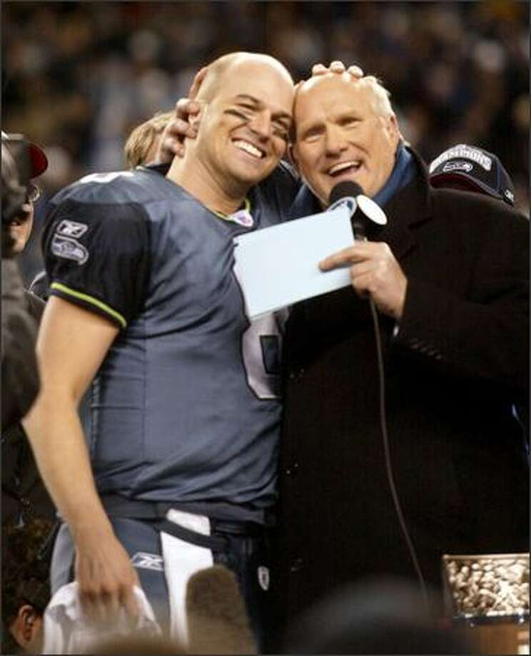 Matt Hasselbeck, left, and Terry Bradshaw now share more than hairlines: Both are Super Bowl QBs. Photo: Scott Eklund, Seattle Post-Intelligencer