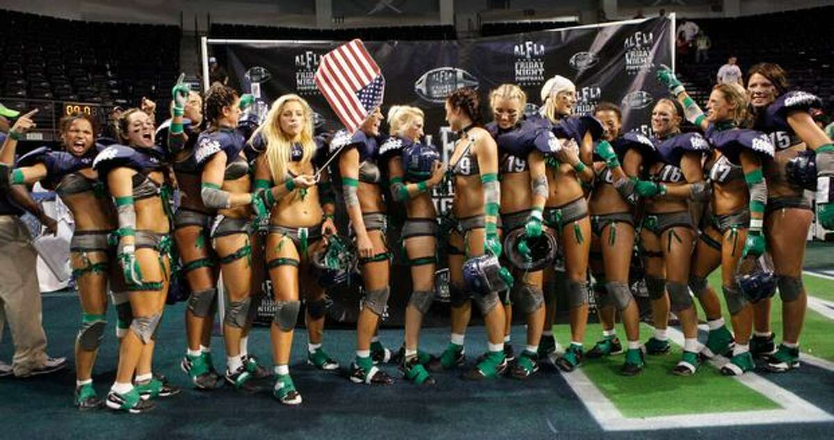 The Seattle Mist poses for a team photo after the 20-6 Seattle Mist win over the San Diego Seduction at the ShoWare Center in Kent, Wash. (Sept. 11, 2009) (Photo by Cliff DesPeaux/seattlepi.com)