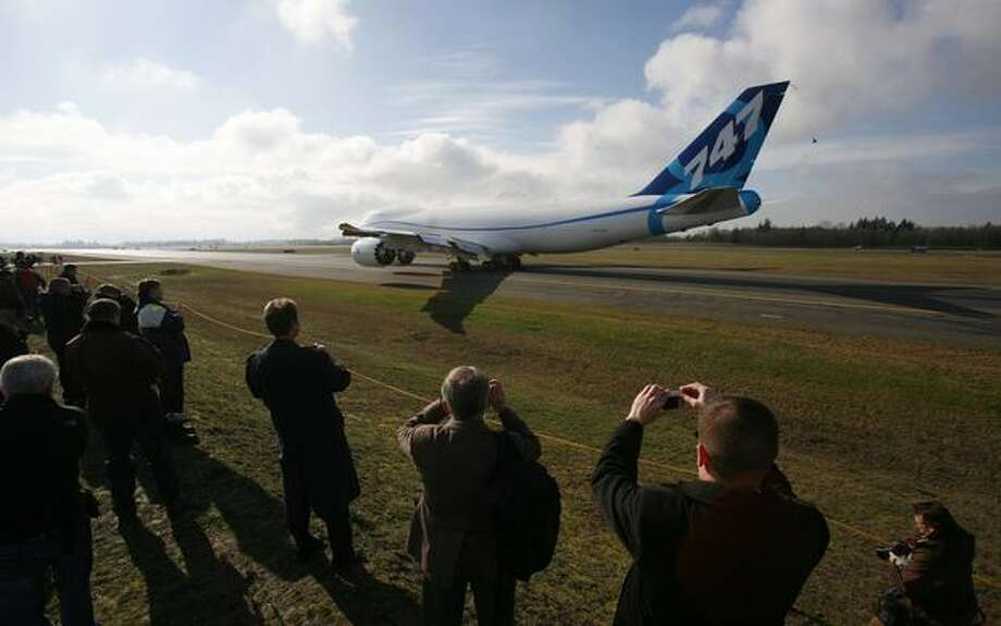 Boeing's new 747-8 taxis toward its maiden flight at Paine Field in Everett. Photo: Joshua Trujillo, Seattlepi.com