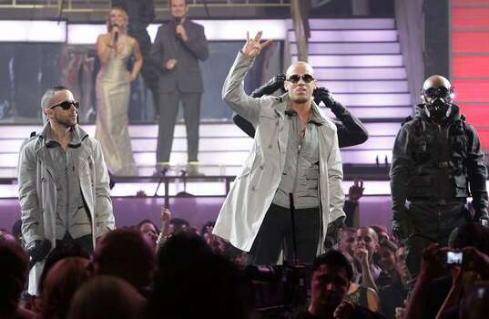 Llandel Veguilla Malavé Salazar (L) and Juan Luis Morera Luna of Wisin y Yandel perform onstage at the 2010 Billboard Latin Music Awards at Coliseo de Puerto Rico José Miguel Agrelot on April 29, 2010 in San Juan, Puerto Rico. Photo: Getty Images