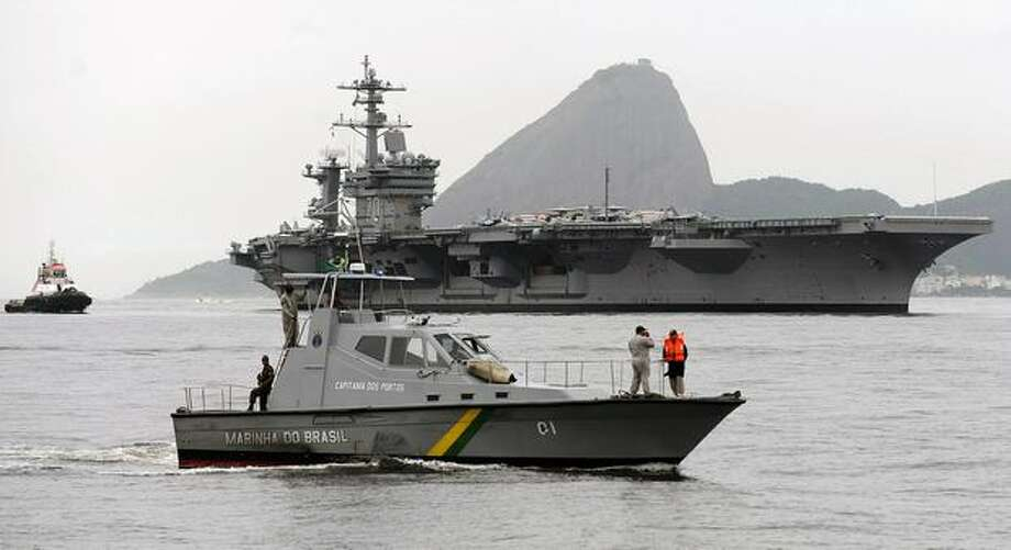 The USS Carl Vinson arrives at Guanabara Bay in Rio de Janeiro, Brazil, coming from Haiti. The Carl Vinson carries Boeing F/A-18E/F Super Hornet fighters, similar to those Boeing offered to Brazil's Air Force in August 2009. Photo: Getty Images