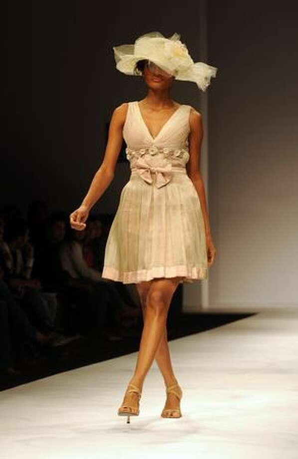 A model presents a creation by Indian designer Nikhita Tandon during the Wills India Fashion Week (WIFW) Spring Summer 2010 in New Delhi. Photo: Getty Images / Getty Images