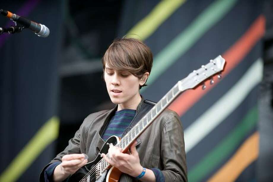 Tegan and Sara performing at the Gorge Amphitheatre for the Sasquatch! Music Festival on Sunday. Photo: Chona Kasinger, Seattlepi.com