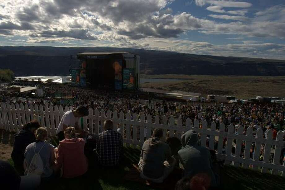 The sold out crowd at the main stage at the Gorge Amphitheatre for the 2010 Sasquatch! Music Festival on May 29, 2010. Photo: Humberto Martinez, Seattlepi.com