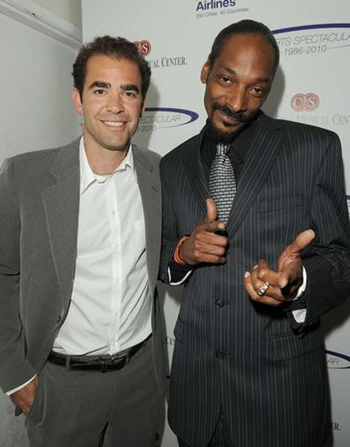 Tennis player Pete Sampras and singer Snoop Dogg pose backstage at the 25th Anniversary Of Cedars-Sinai Sports Spectacular held at the Hyatt Regency Century Plaza Hotel. Photo: Getty Images