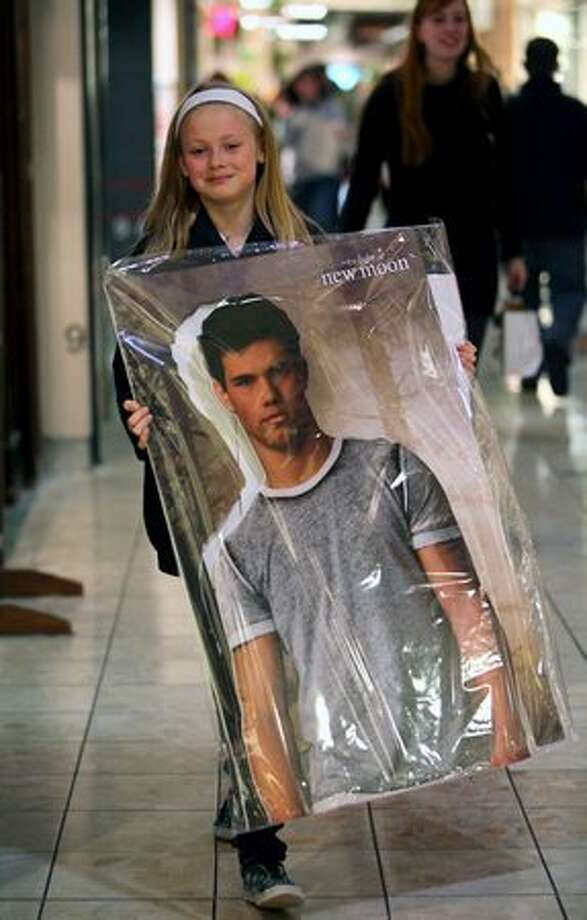 Alli Moore, 12, carries a poster of her favorite Twilight character, Jacob Black, played by actor Taylor Lautner. Lautner was not in attendance at the mall. Photo: Joshua Trujillo, Seattlepi.com