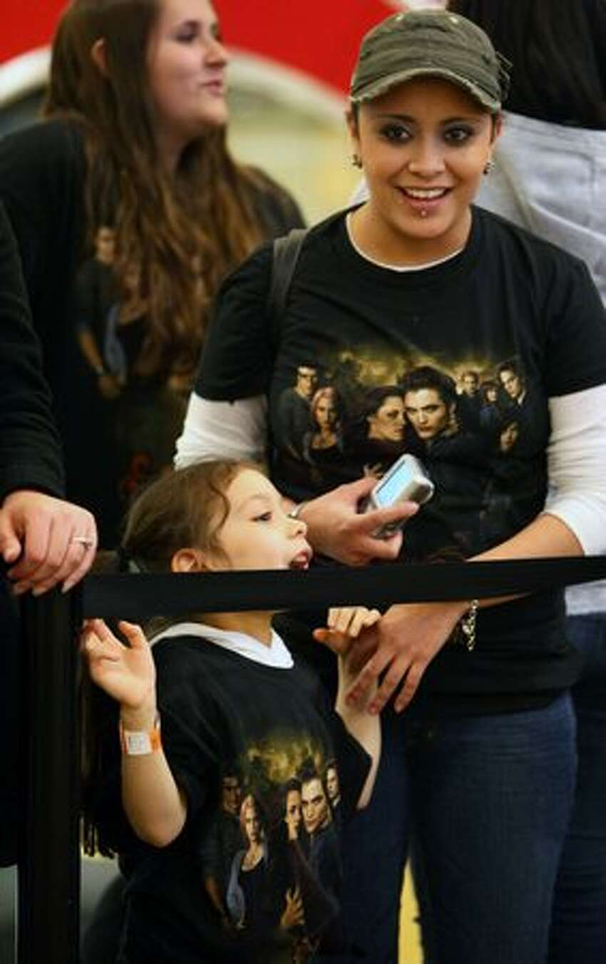 Jassmin Guerrero and Mia Casillas, 5, wait in line to meet two of the actors from