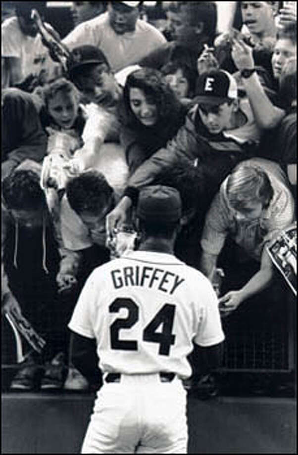 Ken Griffey Jr. signs autographs in the Kingdome before a game after his return from an injury. Griffey played his first game since July 23, 1989, going 0-for-4 with one RBI. Photo: Seattle Post-Intelligencer