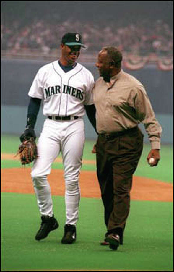 Ken Griffey Jr. greets home run king Henry Aaron after Aaron threw out the ceremonial first pitch. Photo: Paul Joseph Brown, Seattle Post-Intelligencer