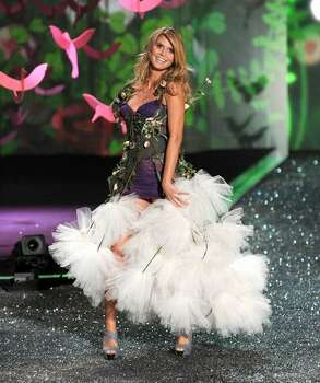 Model Heidi Klum displays a creation.. Photo: Getty Images
